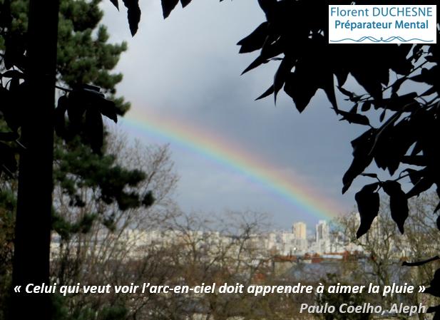 Citation Celui qui veut voir l'arc-en-ciel doit apprendre à aimer la pluie, Paulo Coehlo-Aleph